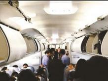 长途飞机睡觉能躺着么?一大妈就这样躺着,结果被投诉