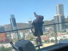 阳台上练瑜伽坠楼,瑜伽练习是健身而不是作秀