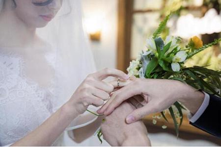 结婚祝福语8个字搞笑90后 抖音热门简短新婚贺语